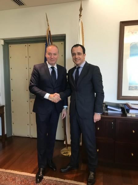 سفير فلسطين جبران طويل يلتقي وزير خارجية قبرص الجديد