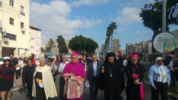 """الالاف يشاركون في """"طلعة العذراء"""" في حيفا"""