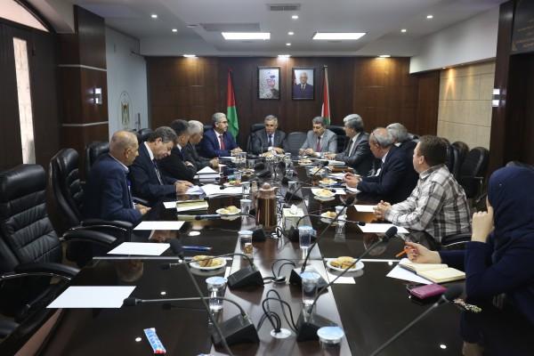 الأعرج يترأس الاجتماع الدوري للفريق الوطني للتنمية الاقتصادية المحلية