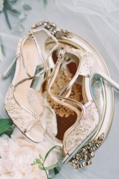 لعروس صيف 2018.. دليلك لأحدث صيحات الأحذية