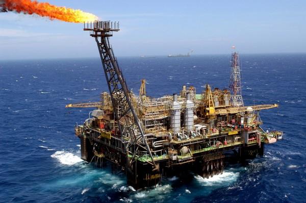 محمد مصطفى: 2021 بدء العمل في حقل الغاز الطبيعي بغزة