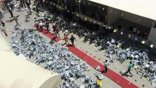 شاهد: شجار ما بين الشبيبة الفتحاوية وأنصار دحلان بجامعة الأقصى بغزة