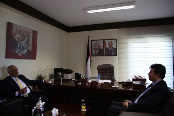 رئيس ديوان الفتوى والتشريع يلتقي بالسفير التونسي لدى فلسطين