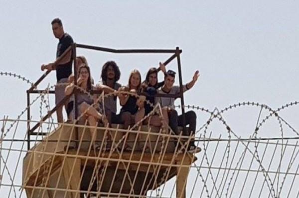 أبراج مراقبة للمستوطنين على حدود غزة.. وهذا ما يفعلونه