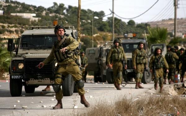 قوات الاحتلال تُغلق طرقاً زراعية في المزرعة الغربية وأم صفا