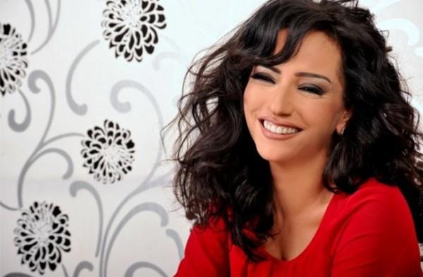 """أمل عرفة:بعض الأفلام السورية مراهقة مخرج..وبدأت الأضواء تغيب عن """"السوريات"""" بفضل المنتجين"""