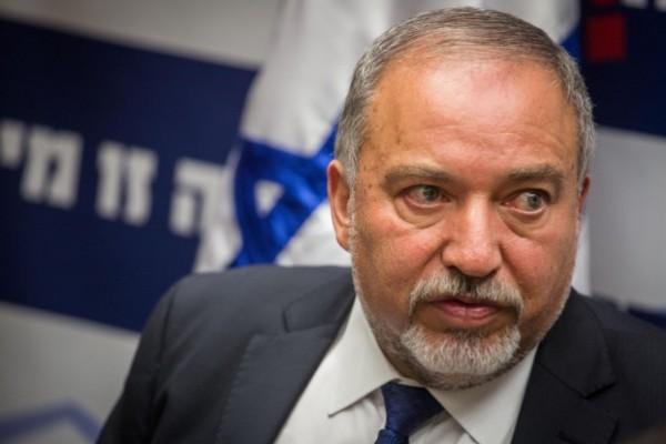 ليبرمان يزعم: طلبت من مصر عدم إدخال جثة البطش إلى قطاع غزة