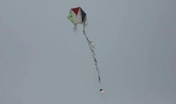 اندلاع ثلاثة حرائق في المستوطنات شرق القطاع بفعل الطائرات الورقية