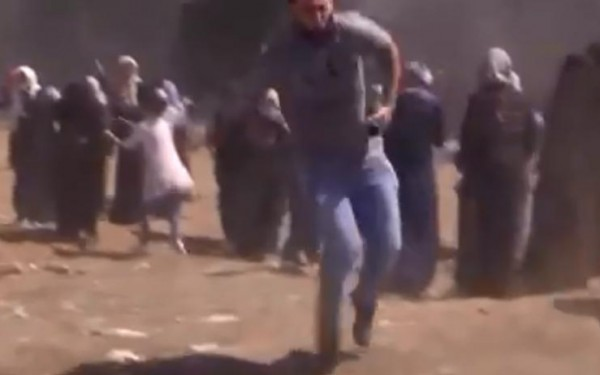 فيديو صادم: لحظة إطلاق قناصة الاحتلال النار علي المتظاهرين شرقي غزة