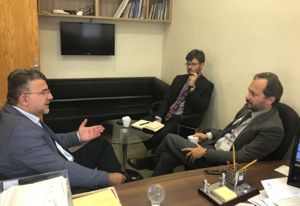 النائب جبارين يلتقي السفير الأوروبي.. والاتحاد الأوروبي يطالب بالتحقيق باعتداءات الشرطة