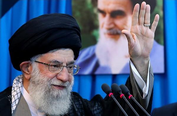 خامنئي يطرح شروطاً على الأوروبيين لبقاء إيران ضمن الاتفاق النووي