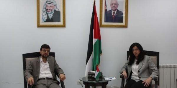 وزيرة الاقتصاد وسفير دولة فلسطين لدى الجزائر يبحثان التعاون الاقتصادي المشترك