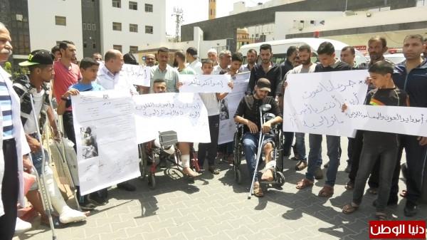 فيديو: وقفة احتجاجية لجرحى مسيرة العودة لاستكمال علاجهم خارج الوطن