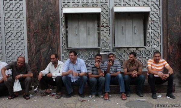 بسبب الاعتداء على أحد المصارف.. سلطة النقد تُعلق العمل في بنوك غزة