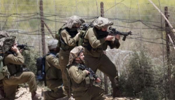 قوات الاحتلال تطلق النار على شبان بزعم محاولتهم سحب السياج شرق غزة