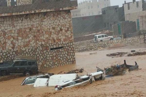 """فيديو: خمسة قتلى في جزيرة سقطرى اليمنية جراء إعصار """"مكونو"""""""