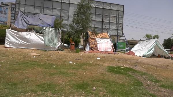 فيديو: ساحة السرايا بغزة تتحول لمخيم للعائلات المُشردة