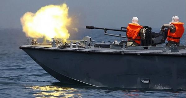 الزوارق الإسرائيلية تُطلق النار على قوارب الصيادين قبالة بحر خانيونس