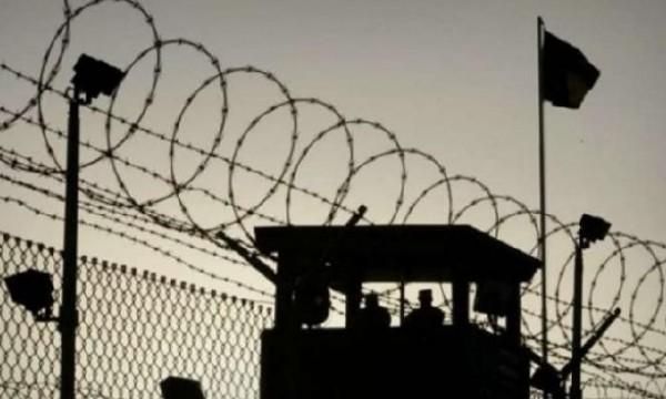 مركز آدم: الاحتلال يمارس شتى أنواع الانتهاكات بحق الأسرى