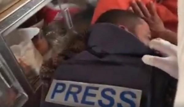 فيديو: لحظة إصابة الزميل الصحفي إسماعيل أبو عمر شرقي خانيونس