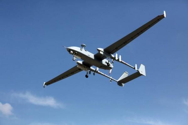 طائرات الاستطلاع تقصف ثلاثة مواقع للمقاومة وسط القطاع