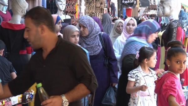 فيديو: عيد الفطر بغزة.. ركود في الأسواق وحركة تجارية ضعيفة
