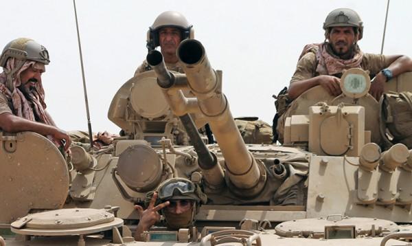 القوات الموالية للحكومة اليمنية تقتحم مطار الحديدة