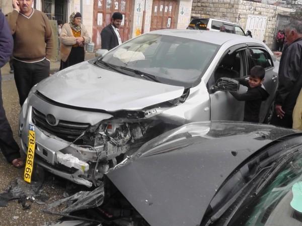 بينهم حالتان خطيرتان.. إصابة ستة مواطنين بحادث سير في دورا بالخليل
