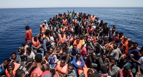 إنقاذ أكثر من 300 مهاجر قبالة السواحل الليبية