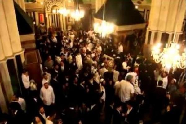 مستوطنون يقيمون احتفالا صاخبا في ساحات الحرم الإبراهيمي الشريف