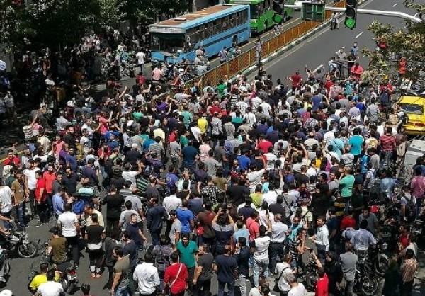 "شاهد.. مُحتجون إيرانيون: ""الموت لفلسطين"""