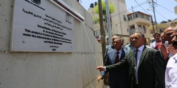 وزير الحكم المحلي يفتتح مشروع الشارع الدائري في بلدة بدو