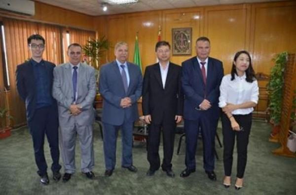 محافظ الاسماعيلية يستقبل القنصل العام لجمهورية الصين الشعبية