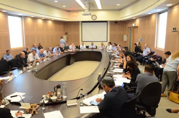لجنة الاقتصاد البرلمانية تعقد جلسة بمبادرة النائب يونس ومركز مساواة حول المناطق الصناعية