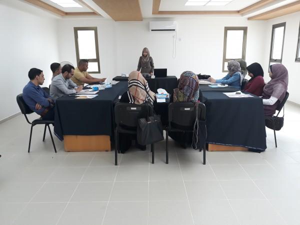 جمعية رابطة الخريجين المعاقين بصرياً تستهدف موظفي البنك الإسلامي الفلسطيني بدورة تدريبية