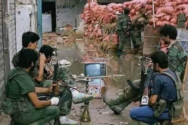 صورة من الأرشيف.. مقاتلو فتح يشاهدون مباريات كأس العالم 1982