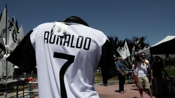 بقميص واحد كل دقيقة.. كريستيانو رونالدو يُعيد للسيدة العجوز شبابها