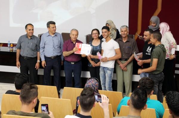 الجامعة العربية الامريكية تحتفل بتخريج طلبة مدارس شاركوا بدورة الزخارف الإسلامية