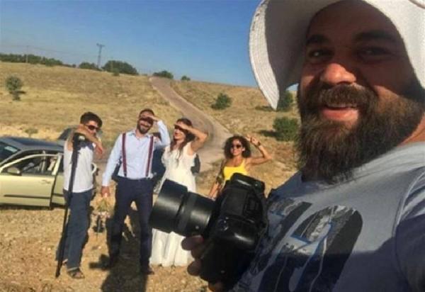 مصور حفلات زفاف تركي يضرب العريس بعدما دقق في ملامح العروس واكتشف مفاجأة
