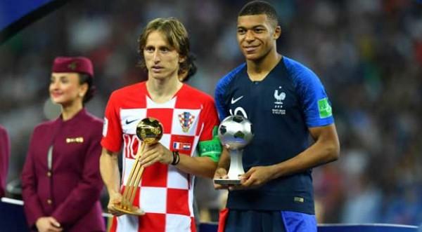 مودريتش يتوج بجائزة الكرة الذهبية ومبامبي افضل لاعب وكين هداف مونديال 2018