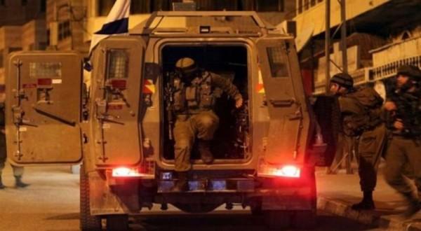 قوات الاحتلال تقتحم بلدة الرام وتطلق قنابل الغاز بشكل كثيف