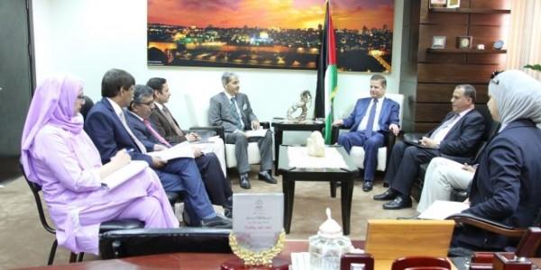 عواد يجتمع بوفد رفيع المستوى من وزارة الصحة الهندية