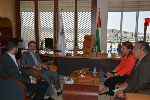 سفير الإكوادور يزور الجامعة العربية الامريكية في رام الله للتعرف عليها