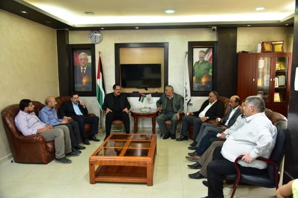 وزير التربية والتعليم العالي يزور بلدية يطا