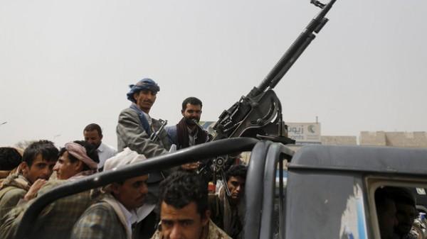 الحوثي يُؤكد التعامل بإيجابية مع مبادرة شخصيات عربية لإيقاف الحرب