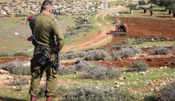 بهدف التوسع الاستيطاني.. قوات الاحتلال تواصل استهدافها لأراضي المواطنين بالضفة