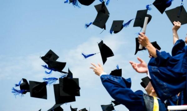 وزارة التربية تعلن عن منح دراسية في الجزائر وأندونيسيا