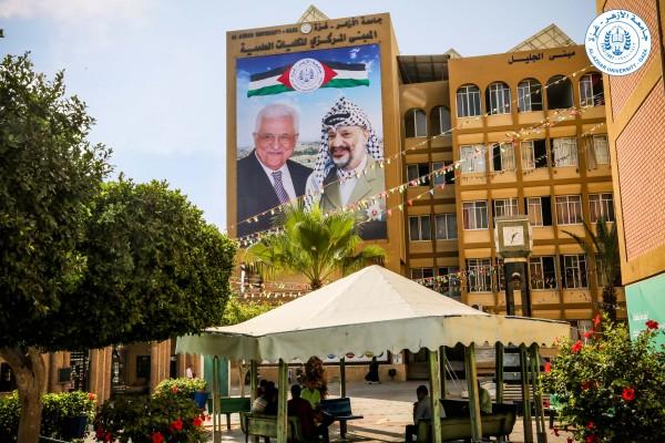 جامعة الأزهر تُعلق أضخم جدارية للرئيس محمود عباس والشهيد ياسر عرفات