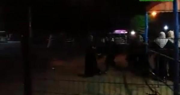 شاهد: لحظة استهداف موقع قرب مدينة ملاهي جنوب القطاع وهلع الأطفال والنساء