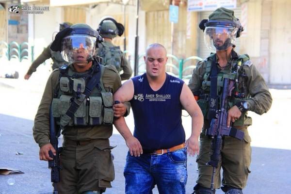 شاب يُعاني من (متلازمة داون).. صور قاسية لأحدث ضحايا الاعتقال والتنكيل الإسرائيلي